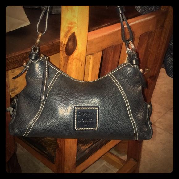 Dooney & Bourke Handbags - Dooney & Burke Hand bag
